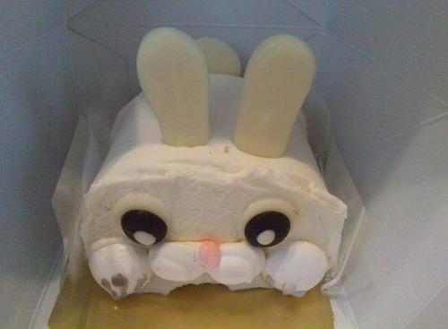 可愛らしいキャラクターのアニマルケーキ